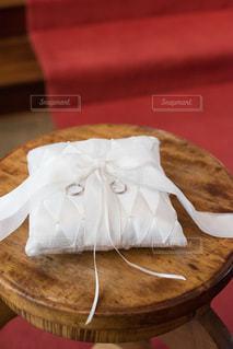 リングピローと結婚指環の写真・画像素材[854074]