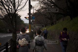 通りを歩く人々 のグループの写真・画像素材[854334]