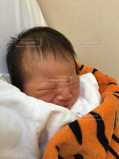泣いている赤ちゃんの写真・画像素材[854564]