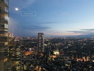 夜の街の景色の写真・画像素材[1567700]