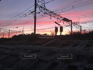 夕焼けと線路の写真・画像素材[1629917]