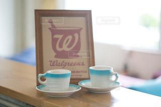 テーブルの上のコーヒー カップの写真・画像素材[856167]