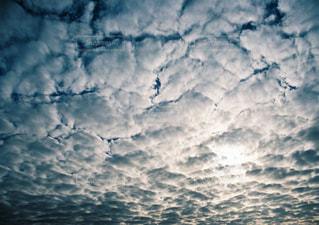 水体の上空で雲のグループの写真・画像素材[856192]