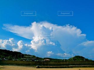 空には雲のグループの写真・画像素材[856195]