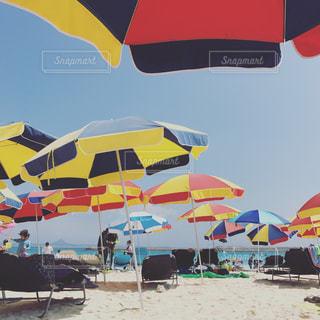 リゾート地のビーチパラソルの写真・画像素材[856250]
