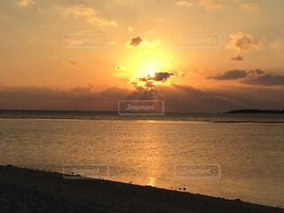 海に沈む夕日の写真・画像素材[857515]
