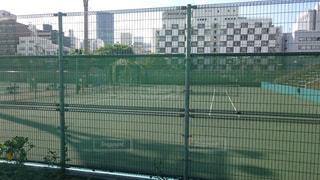 大阪都心にあるテニスコートの写真・画像素材[858748]
