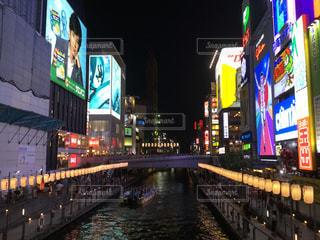 夜のライトアップされた大阪道頓堀の写真・画像素材[858821]