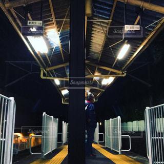 夜の駅舎の写真・画像素材[856499]