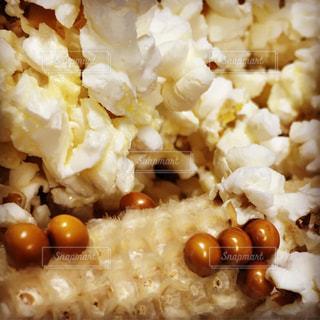 近くに米や野菜のボウルのアップの写真・画像素材[856568]