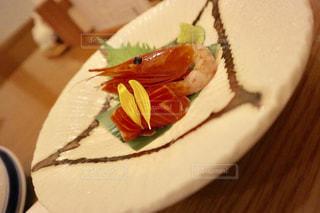 皿の上のケーキのスライスの写真・画像素材[1129535]