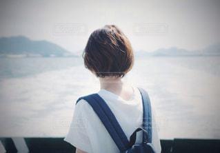妻の後ろ姿の写真・画像素材[856793]