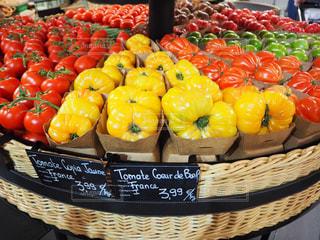 カラフルなトマトの写真・画像素材[3044161]