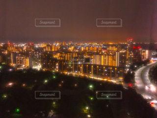 夜の街の景色の写真・画像素材[1003334]