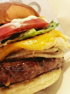 美味しそうなハンバーガーの写真・画像素材[857538]