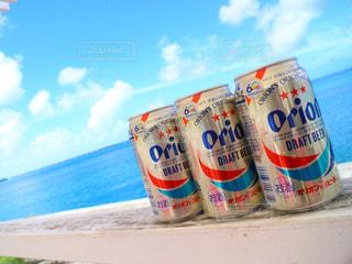 沖縄の海とオリオンビール2の写真・画像素材[857787]