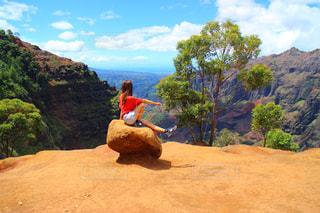 ハワイで女子旅ハイキングの写真・画像素材[1663000]