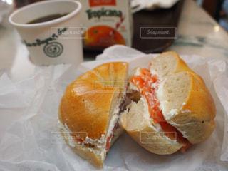 本場ニューヨーク サーモン&クリームチーズのベーグルサンドの写真・画像素材[892089]