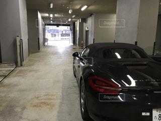 駐車場から出発の写真・画像素材[859234]