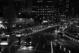 白黒の夜景の写真・画像素材[859513]