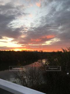 朝焼けの空の写真・画像素材[859997]