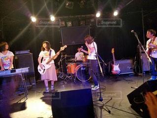 ステージで演奏する高校生の写真・画像素材[866362]