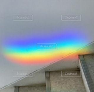 階段にうつった虹の写真・画像素材[861777]
