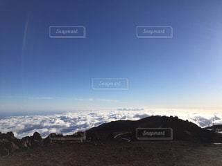 マウイ島、ハレアカラ山の頂上。雲の上の写真・画像素材[867066]