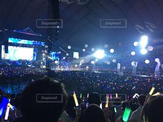 観客の前でステージ上の人のグループの写真・画像素材[861728]