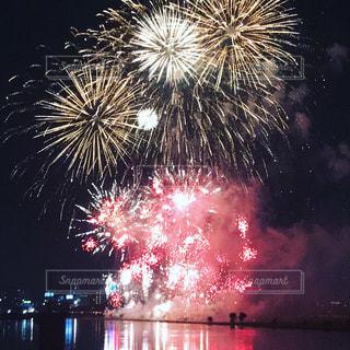 夜空の花火の写真・画像素材[862228]