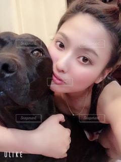 愛犬とツーショットの写真・画像素材[2135653]