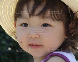 帽子をかぶった小さな女の子 - No.865785
