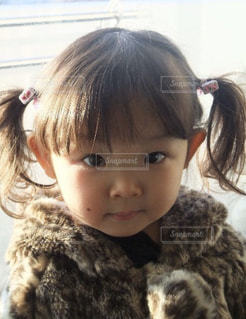 女の子の赤ん坊を保持の写真・画像素材[865786]