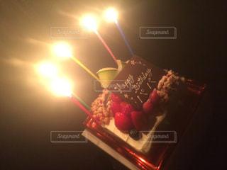 キャンドルとケーキの写真・画像素材[872949]