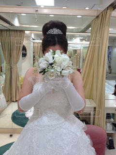 白いウェディングドレスの写真・画像素材[2274373]