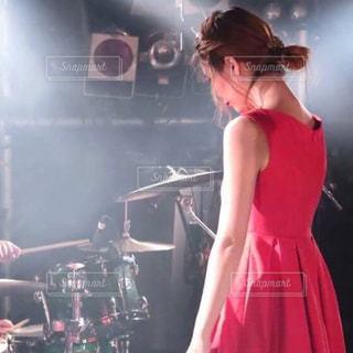赤いドレスを着た女性 - No.866698
