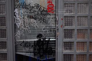 建物の側面にある記号の写真・画像素材[866080]