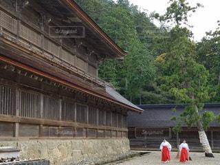 出雲大社 朝 巫女さんの写真・画像素材[860761]