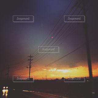 夕暮れ時の都市の景色の写真・画像素材[863612]