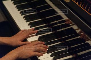 ピアノの鍵盤の写真・画像素材[864798]