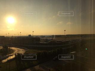 街に沈む夕日の写真・画像素材[866862]