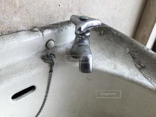 汚い洗面台の写真・画像素材[861736]