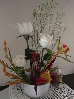 白バラと仲間たち〜flowers with my goodsの写真・画像素材[861656]