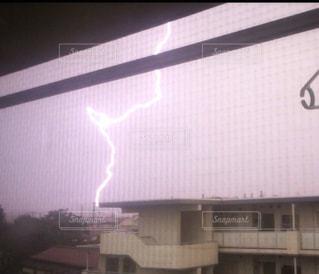雷が落ちた瞬間の写真・画像素材[861993]