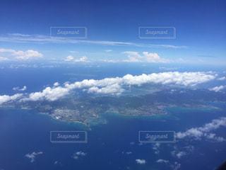雲と青い空の眺めの写真・画像素材[862347]