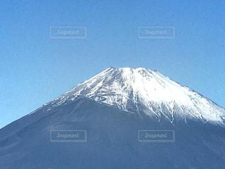雪に覆われた山の写真・画像素材[862399]