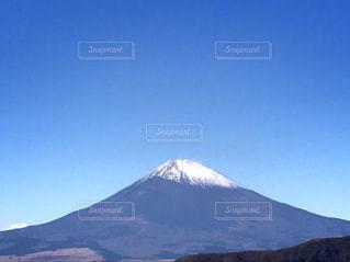 背景の大きな山の写真・画像素材[862401]