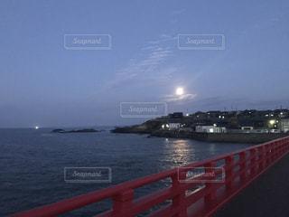 水の体の上の橋の写真・画像素材[863255]