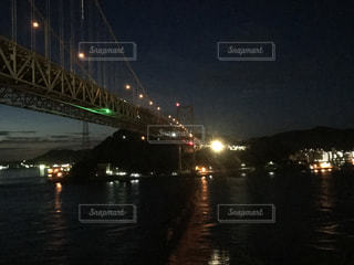 水の体の上の橋の写真・画像素材[863282]