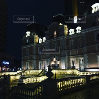 建物は夜ライトアップの写真・画像素材[867970]